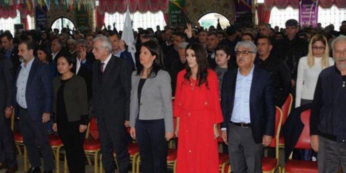 Aday tanıtım toplantısında skandal! PKK marşı söylediler!
