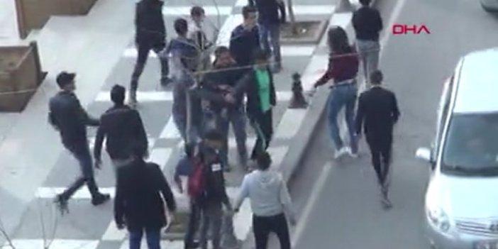 Şanlıurfa'da Suriyeliler taşlarla birbirine girdi
