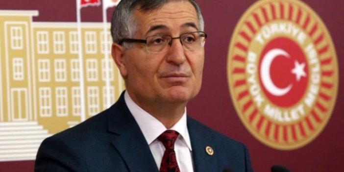 Özcan Yeniçeri'den hükümet medyasına tepki!