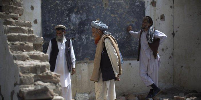 Afganistan'da okula roket mermisi isabet etti