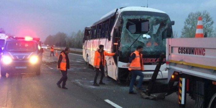 Sakarya'da yolcu otobüsü devrildi!