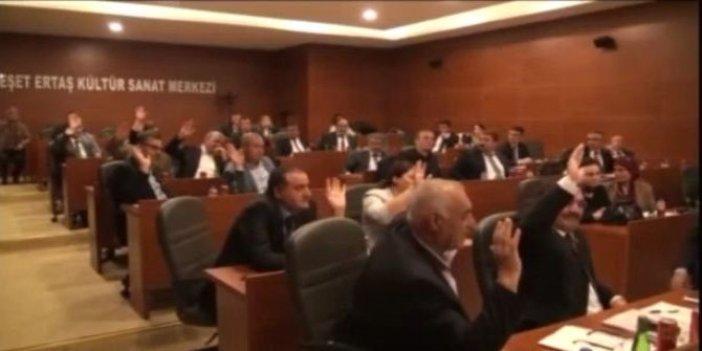 """Başkan makam aracını """"satalım"""" dedi AKP'liler ret oyu verdi"""