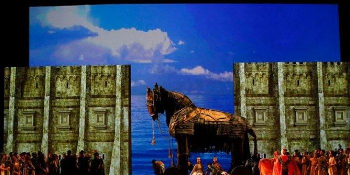 Troya operası The Times gazetesinde yer aldı