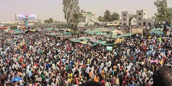 Darbenin ardından Sudan'da gösteriler devam ediyor