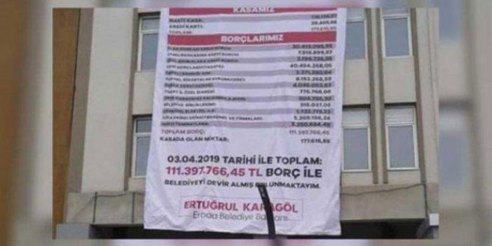 MHP'li başkan AKP'li başkandan kalan borcu belediye binasına astırdı!