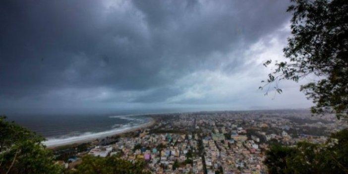 Hindistan'da 800 bin kişi tahliye ediliyor