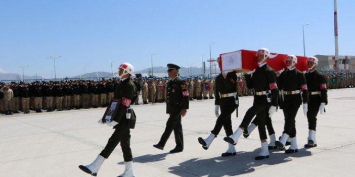 Şehit uzman çavuş için Hakkari'de tören düzenlendi