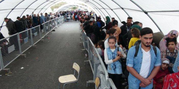 On binlerce Suriyeli bayram için ülkesine gidiyor