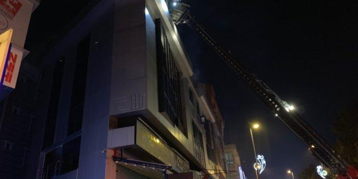 Çekmeköy'de 3 katlı iş merkezinde yangın