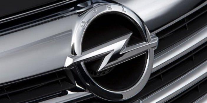 Opel, Corsa ve adam araçlarını topluyor