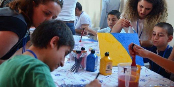 Zihinsel engelli öğrencilere 'sanat' terapisi