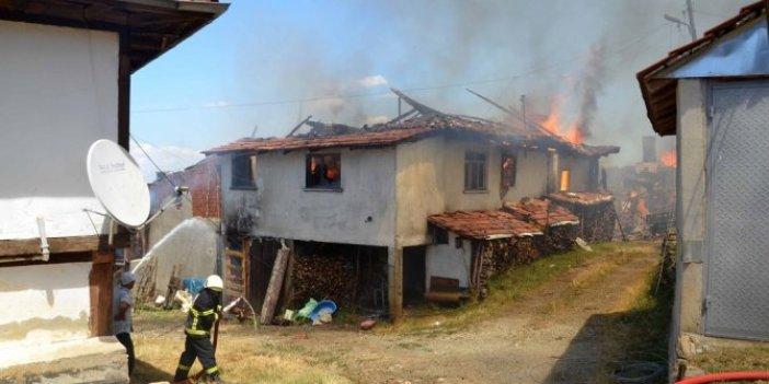 Kastamonu'da 6 ev kül oldu
