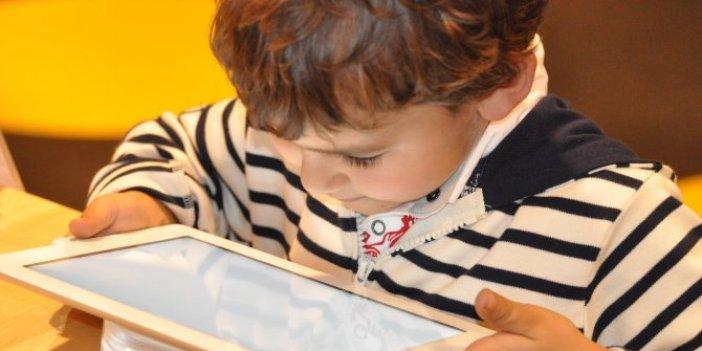 Telefon ve tabletler çocuklar için daha zararlı