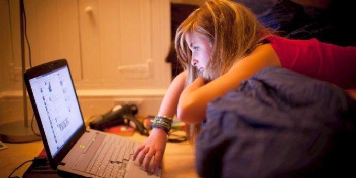 Sosyal medya gençlerde depresyona yol açabiliyor