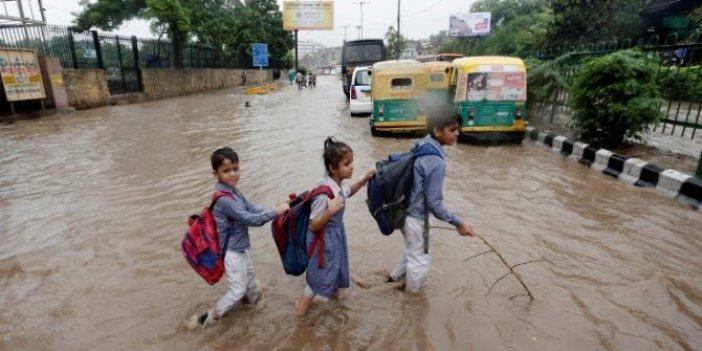Hindistan'da sel: En az 33 kişi öldü