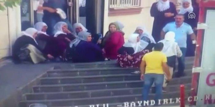 Oğlu için oturma eylemi yapan anneye HDP'lilerden saldırı