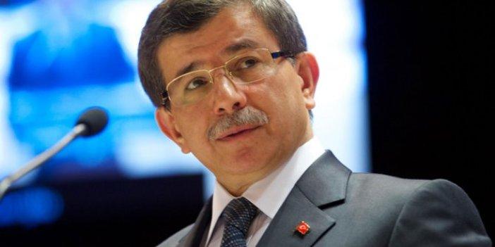 Abdullah Gül'e yakın isim Davutoğlu'nu hedef aldı