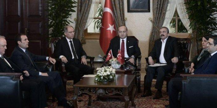 Erdoğan Dolmabahçe'de oturma yerlerini kağıda çizmiş