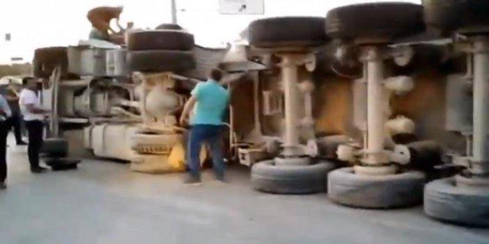 Arnavutköy'de hafriyat kamyonu devrildi