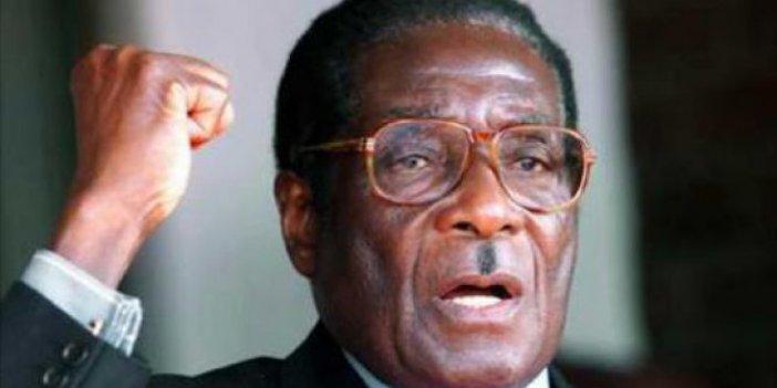 Zimbabve'nin devrik başkanı öldü