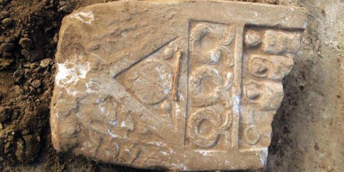 Okul temeli kazısında Roma dönemine ait mezar taşı bulundu