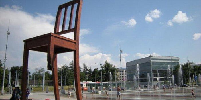 Kırık sandalye mafya geleneği mi?