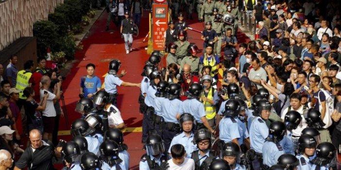 Hong Kong'da tehlikeli gerginlik!