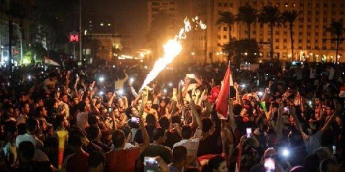 Mısır'da gösteriler şiddetleniyor: En az 300 gözaltı!