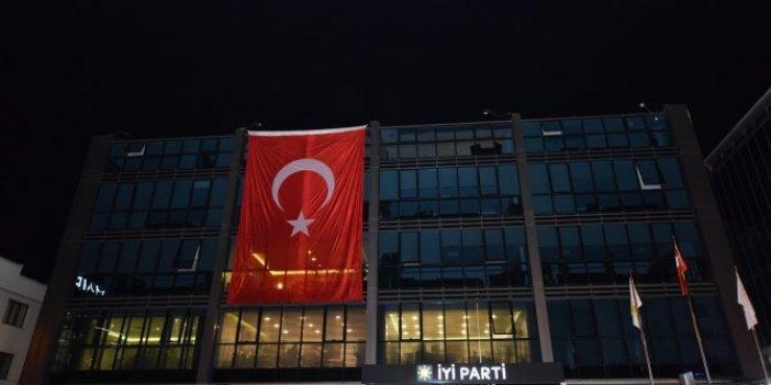 İYİ Parti'den Barış Pınarı'na bayraklı destek