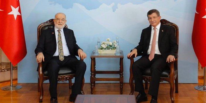 Ahmet Davutoğlu, Karamollaoğlu'nu ziyaret etti