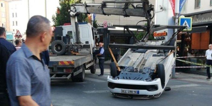 Mecidiyeköy'de kaza: Araç ters döndü!