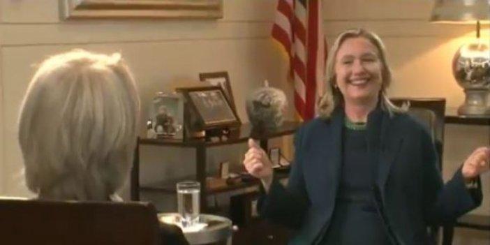 Clinton Kaddafi'nin ölümünü kahkahalarla anlattı