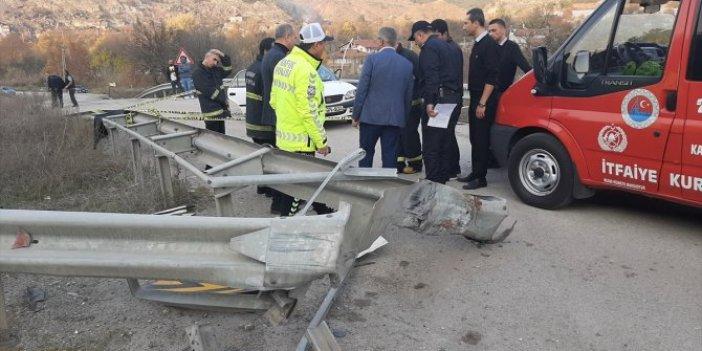 Bariyere çarpan otomobilde 4 kişi hayatını kaybetti