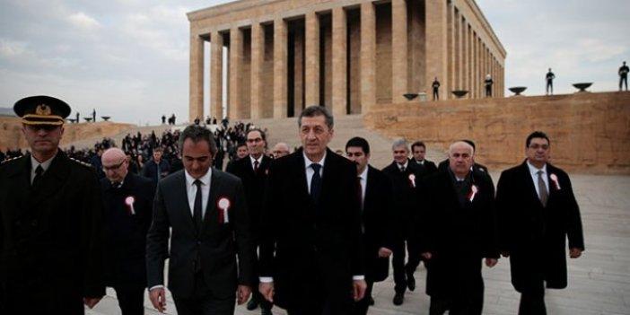 Ziya Selçuk ve 81 ilden öğretmen Anıtkabir'i ziyaret etti