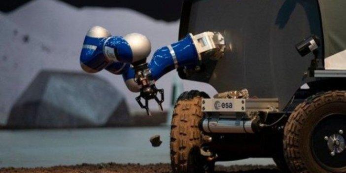 Yörüngedeki astronot Dünya'daki Ay taşıtını kullandı