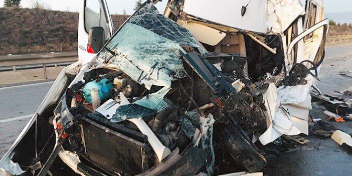 Taraftarları taşıyan araç TIR'a çarptı: 17 yaralı
