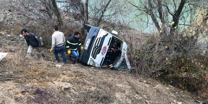 Sporcuları taşıyan minibüs devrildi: 1 ölü 15 yaralı