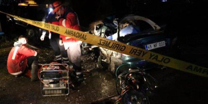 2 otomobil çarpıştı: 2 ölü, 1 yaralı