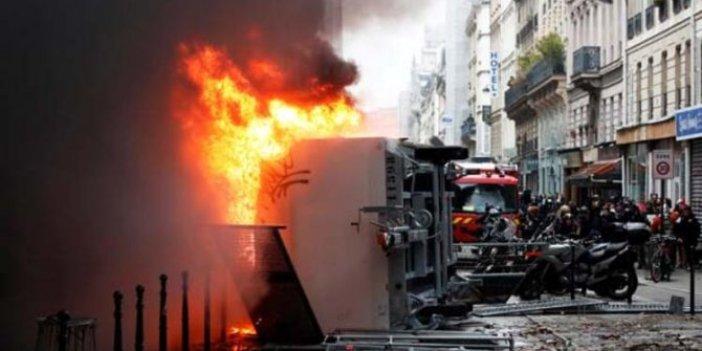 Eylemler kontrolden çıktı! Paris alev alev yanıyor!