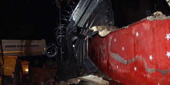 Şiddetli yağış okulun duvarını yıktı