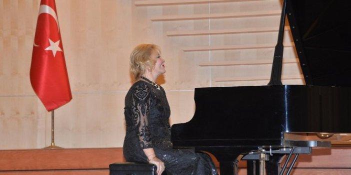 Dünyaca ünlü piyanist Mersinli sanatseverleri mest etti!