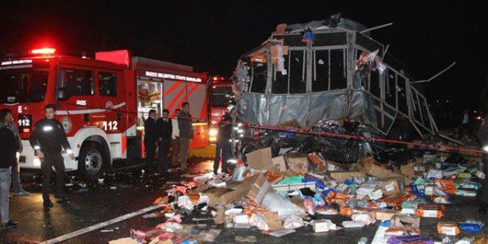 Otobüs ve TIR çarpıştı: 2 ölü, 35 yaralı
