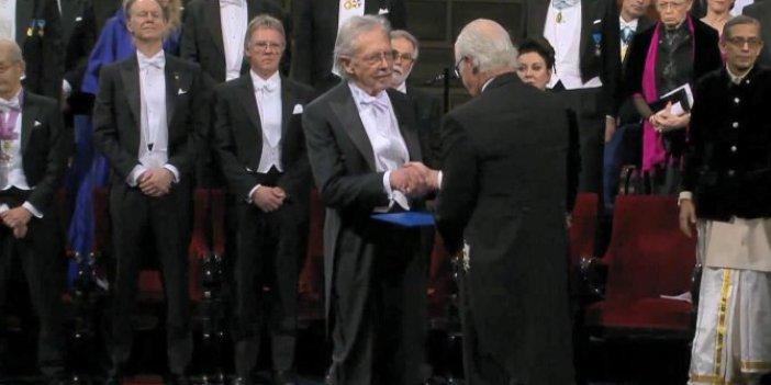 Tartışmalı yazar Peter Handke ödülünü aldı