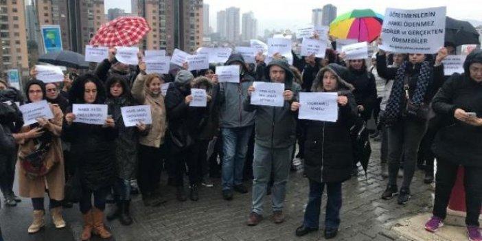 Yağmur altında özel okul protestosu