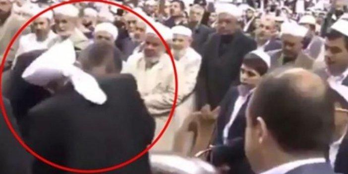 Haznevi Tarikatı liderinin elini öpen Abdülhamit Gül'den açıklama
