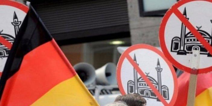 Almanya'da camiye çirkin saldırı!