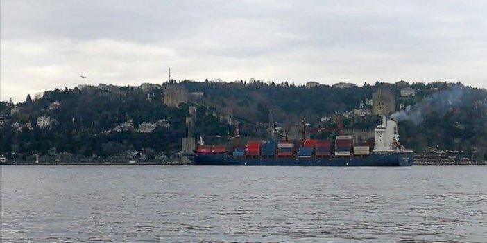 İstanbul Boğazı'nda yük gemisi karaya oturdu