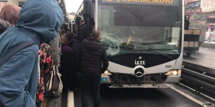 Ayağı kayan yolcuya metrobüs çarptı
