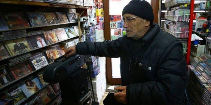 Dijital müziğe 60 bin kasetle meydan okuyor