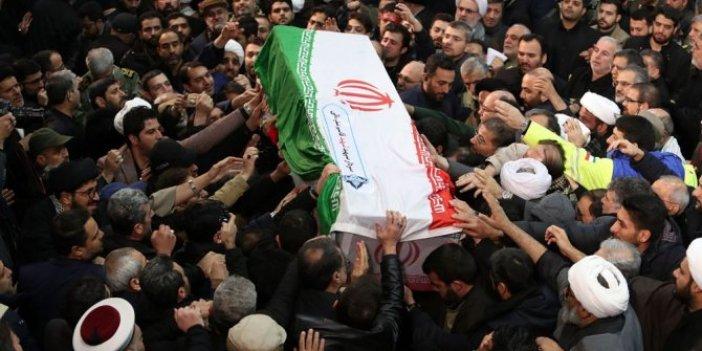 Süleymani için Tahran'da tören: Hamaney'in gözyaşları...